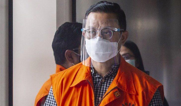 Juliari P Batubara bersiap menjalani pemeriksaan